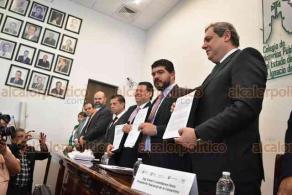 Xalapa, Ver., 25 de marzo de 2019.- El presidente nacional de la CANACINTRA, Enoch Castellanos y el secretario de Educación, Zenyazen Escobar, firmaron un convenio de colaboración para el impulso y fortalecimiento del Modelo de Formación Dual.