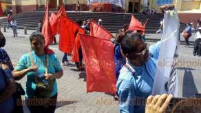 Xalapa, Ver., 25 de marzo de 2019.- La tarde de este lunes, integrantes del FPR del municipio de Coatepec cerraron la calle Enríquez como protesta contra la violencia a las mujeres.
