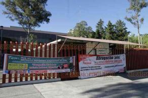 Ciudad de México, 26 de marzo de 2019.- El Palacio Legislativo de San Lázaro fue cercado por maestros de la CNTE, cerraron los accesos dejando a los trabajadores afuera. Se esperan negociaciones entre la CNTE, legisladores y SEP para llegar a un acuerdo sobre la derogación de la Reforma Educativa.