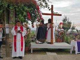 Xalapa, Ver., 19 abril de 2019.- Representación del viacrucis en el Sumidero; recorrió distintas calles hasta llegar a la