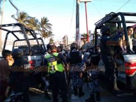 Veracruz, Ver., 20 de abril de 2019.- Dos riñas se presentaron a lo largo del bulevar Ávila Camacho, dejando personas lesionadas al golpearse y tirarse de botellazos. Una de las más grandes fue en la zona de Martí y Villa del Mar; se movilizaron elementos de la SSP y Navales.