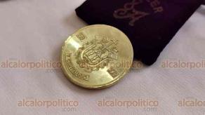 Veracruz, Ver., 25 de abril de 2019.- Este jueves se presentaron las monedas conmemorativas a los 500 años de la fundación de la ciudad de Veracruz; están elaboradas de cobre, tienen un costo de 750 pesos y el tiraje fue de 100 piezas.