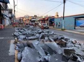 Xalapa, Ver., 20 de mayo de 2019.- Por rencarpetado, fue cerrado un carril de la calle Clavijero, entre Melchor Ocampo y Sayago, en el Centro de la ciudad.