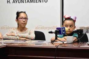 Xalapa, Ver., 22 de mayo de 2019.- La directora del IMM, Yadira Hidalgo; la síndica Aurora Castillo; María Consuelo Niembro, titular de la Comisión Bibliotecas y las niñas Alejandra y Frida, lanzaron la convocatoria para el