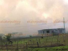 Cuichapa, Ver., 22 de mayo de 2019.- Alrededor del mediodía de este miércoles se reportó un incendio en el basurero de cachaza del Ingenio Central Providencia. El humo llegó a hogares de las colonias 5 de Mayo y Los Ángeles.