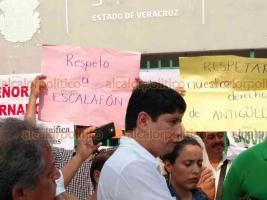 Veracruz, Ver., 23 de mayo de 2019.- Integrantes del Sindicato Nacional de Trabajadores de la Educación tomaron la Delegación de la Secretaría de Educación de Veracruz para exigir a las autoridades que se respete el escalafón y su antigüedad de los docentes para movilidad en las escuelas.