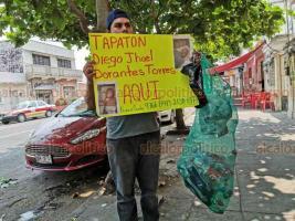 Veracruz, Ver., 23 de mayo de 2019.- Familiares del bebé internado en el Hospital Infantil también invitaron a la población a donar tapas y botellas de plástico para continuar con las quimioterapias del pequeño mediante el apoyo de una asociación civil, para lo que requieren juntar una tonelada.