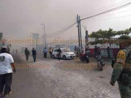 Boca del Río, Ver., 23 de mayo de 2019.- Fueron desalojados negocios que se ubican a un costado de la carretera Veracruz-El Tejar debido al humo provocado por el incendio en la zona de pantanos.