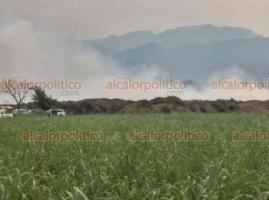 Cuichapa, Ver., 23 de mayo de 2019.- El tiradero de bagazo del ingenio La Providencia sigue sin ser apagado. Bomberos de Amatlan y de Córdoba siguen trabajan en las maniobras para sofocar el fuego.
