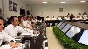 Mérida, Yuc., 24 de mayo de 2019.- Gobernadores del sureste se reunieron con el titular de la Secretaría de Seguridad y Protección Ciudadana, Alfonso Durazo, para conocer el Programa Operativo y de Coordinación de la Guardia Nacional. Asistió el mandatario de Veracruz, Cuitláhuac García.