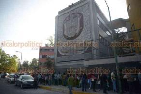 Xalapa, Ver., 25 de mayo de 2019.- Cientos de estudiantes llegaron a la Facultad de Derecho y a la Unidad de Ingeniería, en la Zona UV, para presentar el examen de ingreso a La Universidad Veracruzana que oferta 16 mil 410 lugares.