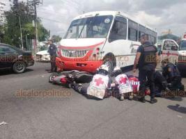 Xalapa, Ver., 25 de mayo de 2019.- Un camión impactó una motocicleta sobre el bulevar Xalapa-Banderilla, a la altura de la colonia 21 de Marzo.
