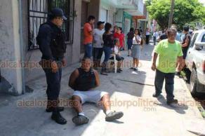 Veracruz, Ver., 14 de junio de 2019.- El sujeto fue entregado a patrulleros de la Policía Municipal, Estatal y Naval.