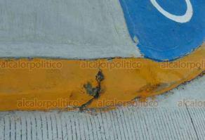 Medellín de Bravo, Ver., 15 de junio de 2019.- Una rampa para personas con capacidades diferentes está destruida y la guarnición presenta algunas grietas que intentaron cubrir con pintura.