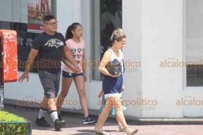 Xalapa, Ver., 16 de junio de 2019.- Festejando el Día del Padre, muchos papás aprovechan para pasear en familia en el centro o realizar actividades con sus hijos en el parque Juárez.