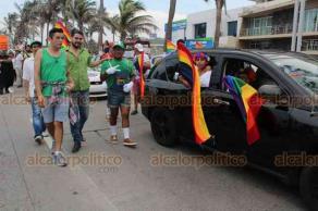 Veracruz, Ver., 16 de junio de 2019.- Este domingo, decenas de personas participaron en un desfile por el orgullo LGBT. Exigieron respeto al sector e igualdad de derechos.