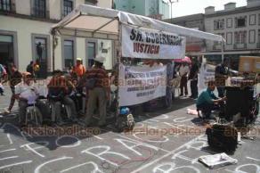 Xalapa, Ver., 17 de junio de 2019.- Se manifiestan trabajadores de Tamsa, en Plaza Lerdo, piden al Gobernador que intervenga en el caso de José Carlos Guevara Moreno, quien aseguran es un preso político.