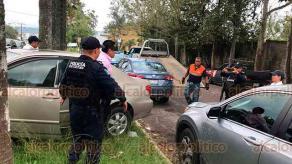 Xalapa, Ver., 17 de junio de 2019.- Conductor de un vehículo Toyota Corolla que se identificó como Policía Ministerial, se oponía a que su unidad fuera remolcada por una grúa cuando se encontraba mal estacionado en inmediaciones de la SEV, agredió al operador de la grúa y a una oficial de Tránsito del Estado.