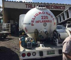 Xalapa, Ver., 18 de junio de 2019.- Una pipa despachadora de gas LP circulaba la mañana de este martes con una fuga en pleno centro de la ciudad.