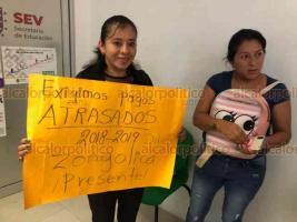 Xalapa, Ver., 18 de junio de 2019.- Docentes de Zongolica se manifiestan en la SEV, exigen pagos atrasados. A pesar de que son dos los afectados se unieron algunos más a la protesta para obtener respuesta.