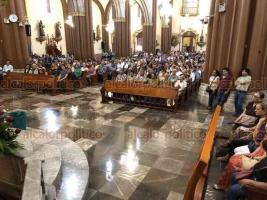 Xalapa, Ver., 23 de junio de 2019.- Fieles católicos acudieron a misa dominical en la Catedral Metropolitana, la cual ofició el arzobispo Hipólito Reyes Larios.