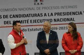 Ciudad de México, 25 de junio de 2019.- La Comisión Nacional de Procesos Internos del PRI entregó las constancias y el padrón de militantes a los candidatos a la presidencia Ivonne Ortega, Alejandro Moreno y Lorena Piñón.