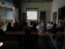 Xalapa, Ver., 25 de junio de 2019.- En el Museo Casa Xalapa, los arqueólogos José Antonio Contreras y Lucina Martínez informaron sobre los restos arqueológicos encontrados en el área natural protegida El Tejar-Garnica.