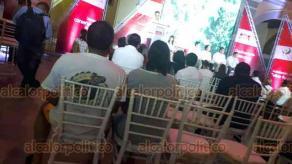 Veracruz, Ver., 25 de junio de 2019.- Presuntamente por un enojo del Alcalde, ante la repentina llegada del gobernador Cuitláhuac García a un evento de la empresa Coca-Cola, regidores, directores de área y trabajadores del Ayuntamiento abandonaron el Museo de la Ciudad. El evento llegó a lucir desangelado y con pocos asistentes.