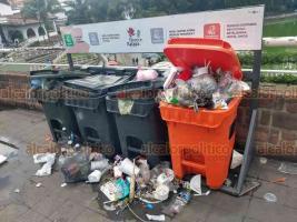 Xalapa, Ver., 15 de julio de 2019.- En el Paseo de Los Lagos cada lunes amanecen montones de basura por la afluencia de paseantes del fin de semana.