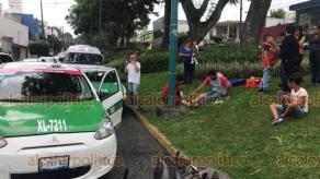 Xalapa, Ver., 16 de julio de 2019.- Taxista golpea a motociclista que circulaba sobre la avenida Orizaba casi esquina con Ávila Camacho, invadió el carril de circulación con dirección a Ávila Camacho resultando lesionado el motociclista y un menor que lo acompañaba.