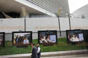 Ciudad de México, 17 de julio de 2019.- En la galería abierta –en las rejas del Senado–, el senador Napoleón Gómez Urrutia inauguró la exposición