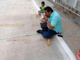 Xalapa, Ver., 20 de julio de 2019.- Al finalizar la entrega de la construcción de la calle Bernal Díaz del Castillo, en la colonia Revolución, vecinos invitaron una degustación de tacos de carnitas a los asistentes, convidando a autoridades municipales.