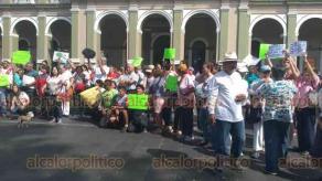 Córdoba, Ver., 21 de julio de 2019.- Ciudadanos partieron del parque 21 de Mayo y caminaron por el primer cuadro de la ciudad gritando consignas en contra de un auditorio que se pretende construir en el parque ecológico Paso Coyol.