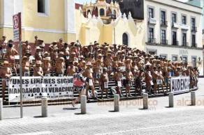 """Xalapa, Ver., 22 de julio de 2019.- Integrantes del movimiento de los """"400 Pueblos"""" piden el apoyo económico y solidaridad de los ciudadanos en su lucha."""