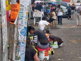 """Xalapa, Ver., 22 de julio de 2019.- Aumento de ambulantes en las banquetas, más la falta de espacios para estacionarse, afectan ventas dentro del Mercado """"Adolfo Ruiz Cortines"""", mejor conocido como"""