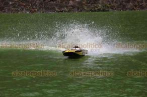 """Xalapa, Ver., 18 de agosto de 2019.- En Los Lagos, este domingo, xalapeños y turistas presenciaron el Campeonato Nacional de Botes a Radio Control, organizado por """"Speed RC Club"""", compitiendo botes en diversas categorías."""