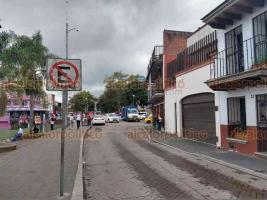 Xalapa, Ver., 20 de agosto de 2019.- Además de automovilistas, los comerciantes de comida de la calle Atletas, en la zona del Paseo de Los Lagos son perjudicados con la operación de las grúas.