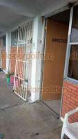 Veracruz, Ver., 20 de agosto de 2019.- Luego del robo al CAM de Veracruz los responsables del plantel denunciaron destrozos en ventanas, chapas y puertas, además de varios artículos robados.