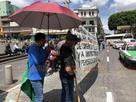 Xalapa, Ver., 21 de agosto de 2019.- Integrantes de la agrupación MILES, se manifestaron frente a Palacio de Gobierno, bloqueando la vialidad de un carril sobre la calle Enríquez. Señalaron de corrupción a la Dirección de Comercio del Ayuntamiento.