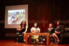 """Xalapa, Ver., 21 de agosto de 2019.- En el auditorio de la Galería de Arte Contemporáneo se realizó el conversatorio """"Búsqueda de personas desaparecidas"""", como parte de las actividades que realiza la Dirección General de Cultura de Paz y Derechos Humanos."""