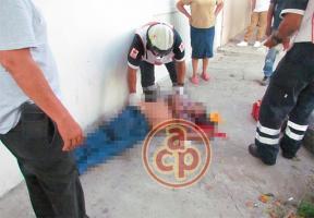 Veracruz, Ver., 21 de agosto de 2019.-Un  mecánico falleció en calles del centro de Veracruz luego de ser atropellado por una camioneta que chocó contra un automóvil y que también arroyó una motocicleta estacionada en la vía pública.