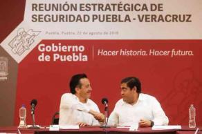 Tehuacán, Pue., 22 de agosto de 2019.- El gobernador de Puebla, Miguel Barbosa, y el de Veracruz, Cuitláhuac García, encabezaron la Reunión Estratégica de Seguridad, acordando acciones para resguardar los municipios que colindan con ambos estados.