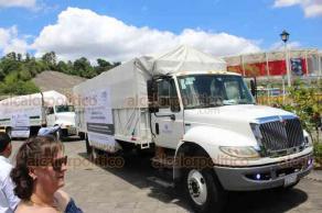 Xalapa, Ver., 23 de agosto de 2019.- La directora del DIF Estatal, Verónica Aguilera Tapia, dio el banderazo de salida a los camiones que transportan desayunos escolares fríos y calientes como parte del programa de asistencia alimentaria para la niñez veracruzana.