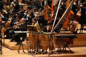 Xalapa, Ver., 23 de agosto de 2019.- En el marco del 90 aniversario de la OSX, Lanfranco Marcelletti dirigió por última vez a la orquesta en la Sala Cultural Tlaqná y deja la batuta al francés Martín Lebel como nuevo director.