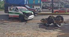 Xalapa, Ver., 24 de agosto de 2019.- El conductor de una motocicleta resultó lesionado después de chocar contra un taxi sobre Ruiz Cortines, a la altura de la agencia Dinamo, fue trasladado a un hospital por paramédicos de la Cruz Roja.