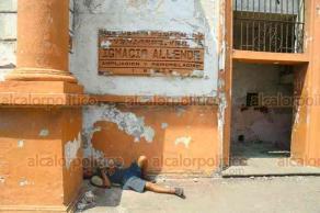 Veracruz, Ver. 25 de agosto de 2019.- Desde 2010, el Penal de Allende dejó de servir como centro penitenciario. El lugar, inaugurado en 1908 por el entonces presidente Porfirio Díaz, hoy es habitado por drogadictos, vagabundos y pepenadores. Tras la violación de una joven, este lunes será cerrado definitivamente.