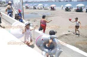 Veracruz, Ver., 25 de agosto de 2019.- Este domingo, en playas de la conurbación, niños disfrutan su último día de vacaciones.