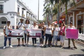 Veracruz, Ver., 25 de agosto de 2019.- Animalistas se concentraron en el Zócalo para apoyar la manifestación que se lleva a cabo en otras ciudades del país en contra de una iniciativa para reformar la Ley de Bienestar Animal que permitiría eventos como las peleas de perros y el maltrato.