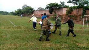Acayucan, Ver., 14 de septiembre de 2019.- Se habla de que al menos tres militares fueron trasladados, vía aérea, a un hospital de la Ciudad de México, debido a la gravedad de sus lesiones.