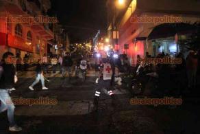 Una parte de los fuegos pirotécnicos usados durante el Grito de Independencia, cayó y estalló entre los asistentes frente al palacio municipal, se han reportado 14 personas con quemaduras. Además, una persona falleció debido a que sufrió un infarto.